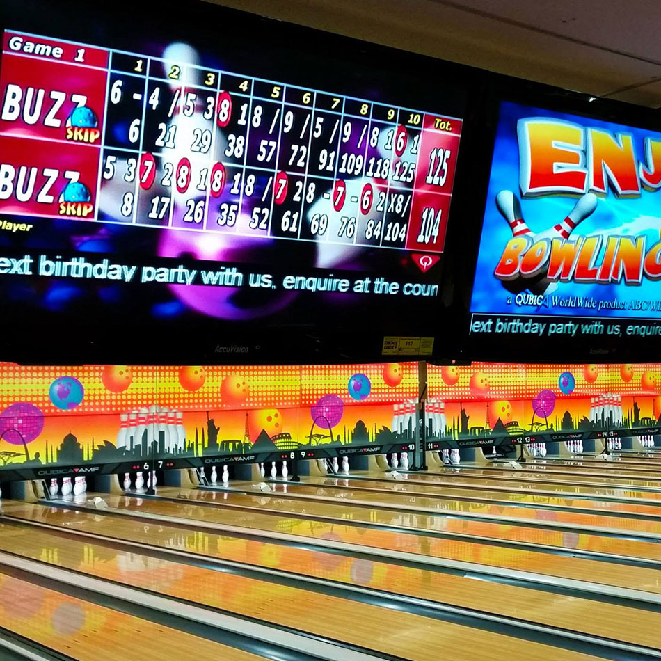 bowlarma score board and lanes